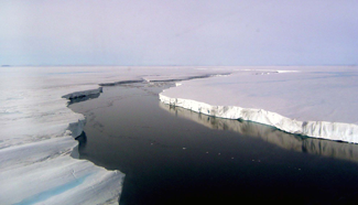 larsen b ice shelf, with water in the middle