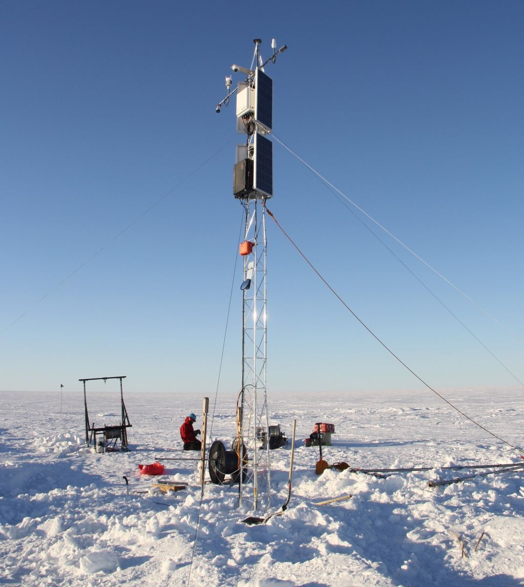 The AMIGOS-III A tower was installed on the Thwaites Ice Shelf. The tower stands roughly 7 meters (22 feet) above the snow surface to allow it to operate through two to three years of snow accumulation. Credit: Ted Scambos