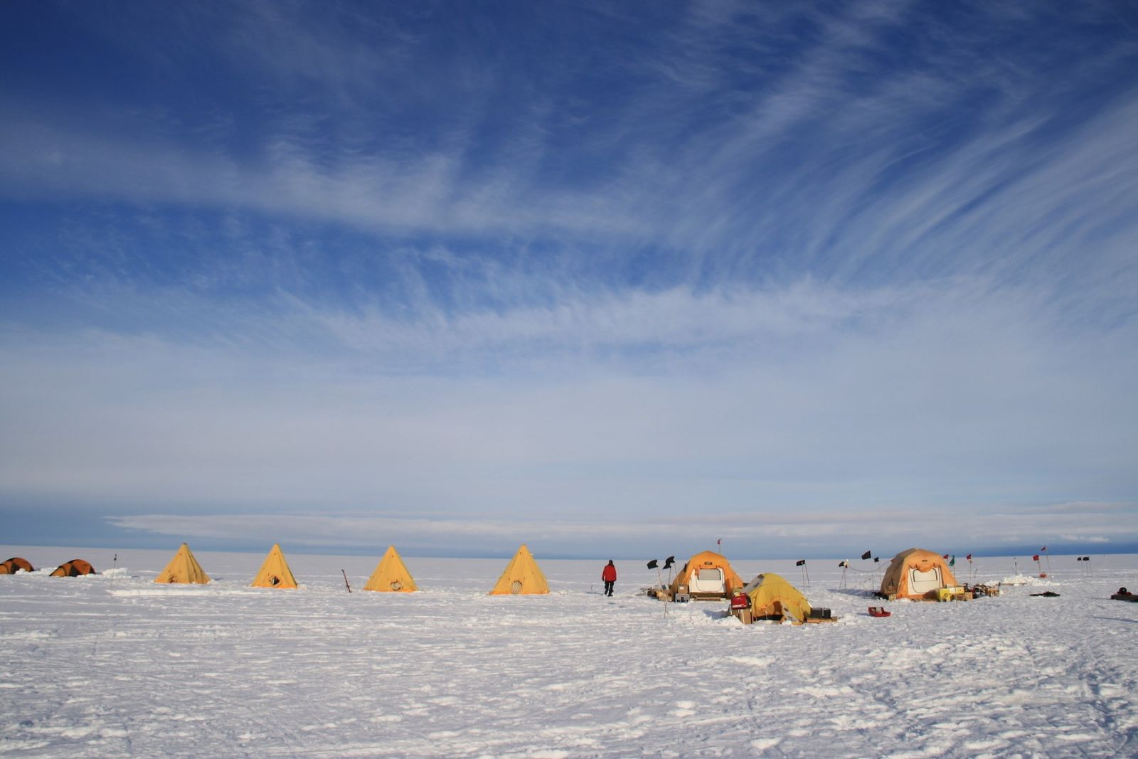 The Thwaites-Amundsen Regional Survey and Network (TARSAN) project team of the International Thwaites Glacier Collaboration set up camp to begin research on the Thwaites Ice Shelf.