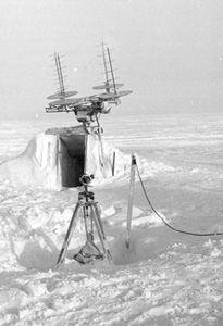 "A radio-sounding locator antenna. Image credit: EWG. (<a href=""/cryosphere/gallery/photo/34106"">View photo detail.</a>) <br>"