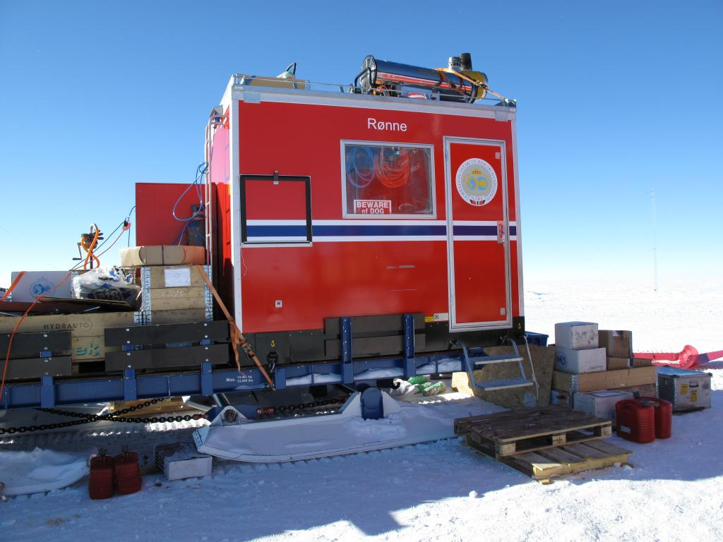 "The  U.S.-Norway Traverse of East Antarctica used large, specially designed vehicles to drive slowly across the ice sheet.  Image Credit:  Ted Scambos, NSIDC (<a href=""/cryosphere/gallery/photo/33776"">View photo detail.</a>) <br>"