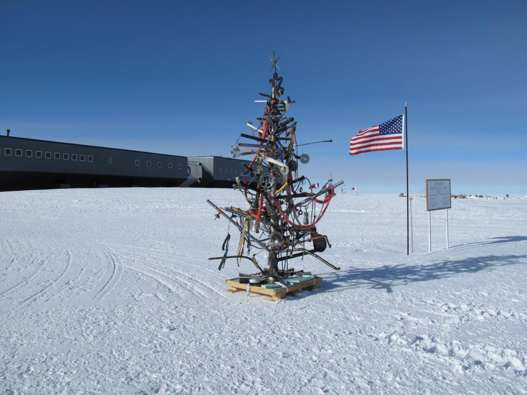 "Someone set up a Christmas tree at the South Pole. Image Credit: Ted Scambos, NSIDC (<a href=""/cryosphere/gallery/photo/33798"">View photo detail.</a>) <br>"
