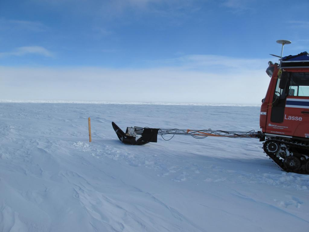 "Traverse vehicle uses its radar arm to sense for crevasses under the snow. Image Credit: Ted Scambos, NSIDC (<a href=""/cryosphere/gallery/photo/33806"">View photo detail.</a>) <br>"