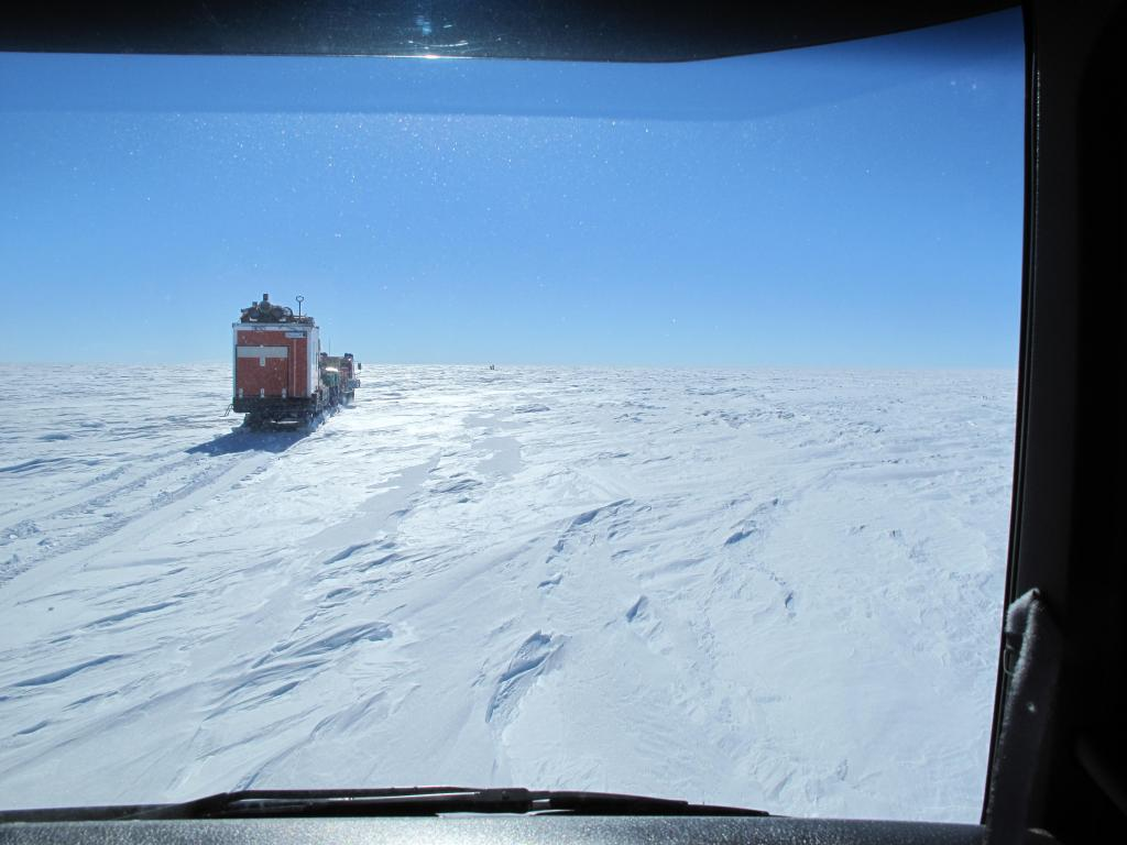 "Traverse vehicles travel across the East Antarctic Ice Sheet. Image Credit:  Ted Scambos, NSIDC (<a href=""/cryosphere/gallery/photo/33820"">View photo detail.</a>) <br>"