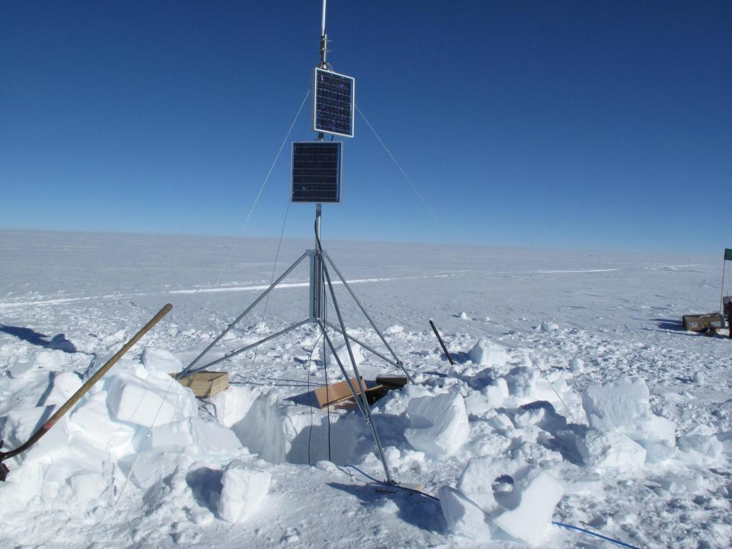 "Scientists set up this weather station during the Norwegian-U.S. Scientific Traverse of East Antarctica. Image Credit:  Ted Scambos, NSIDC (<a href=""/cryosphere/gallery/photo/33869"">View photo detail.</a>) <br>"