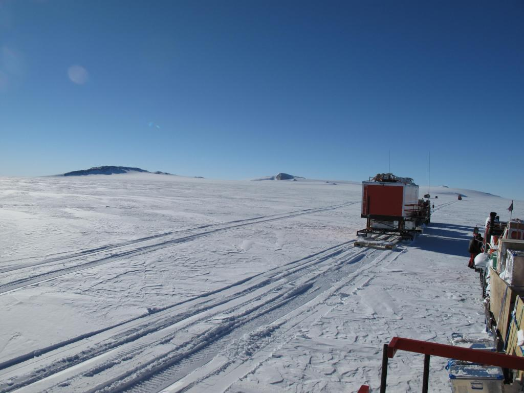 "Norwegian-U.S. Scientific Traverse of East Antarctica Image Credit:  Ted Scambos, NSIDC (<a href=""/cryosphere/gallery/photo/33876"">View photo detail.</a>) <br>"