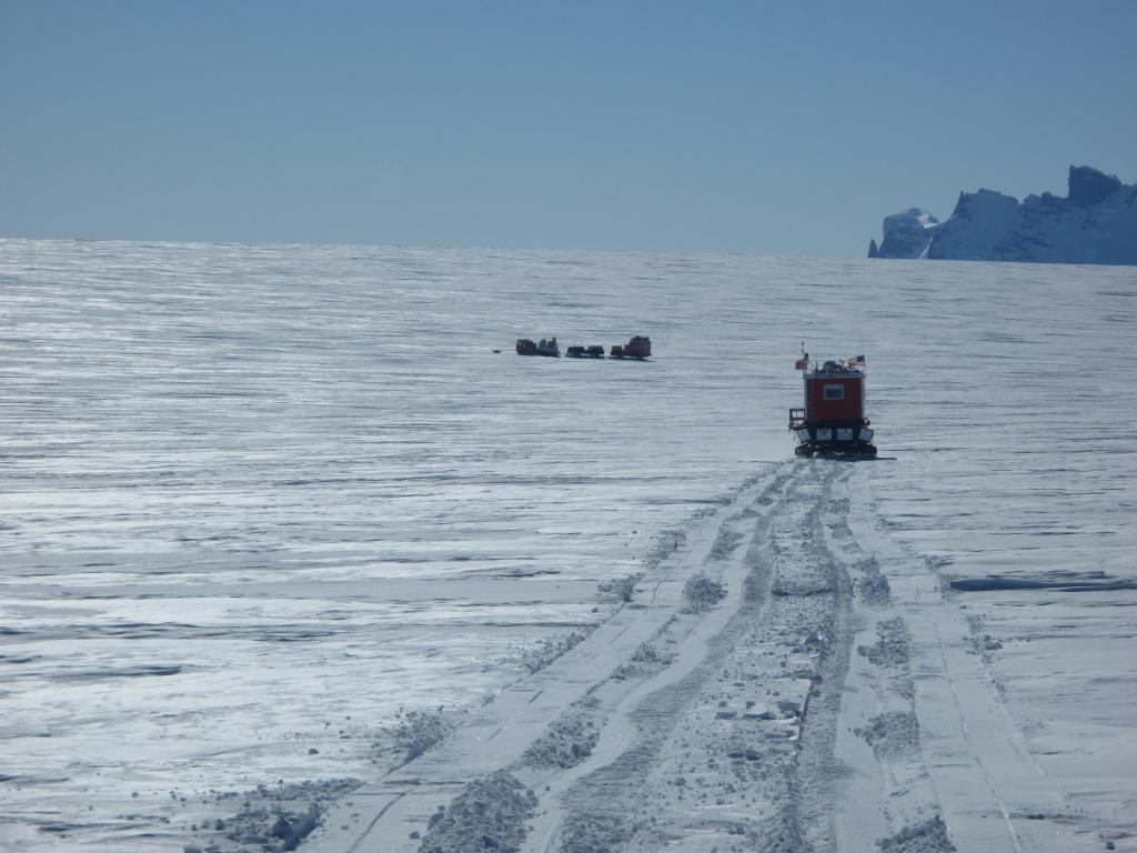 "Norwegian-U.S. Scientific Traverse of East Antarctica Image Credit:  Ted Scambos, NSIDC (<a href=""/cryosphere/gallery/photo/33875"">View photo detail.</a>) <br>"