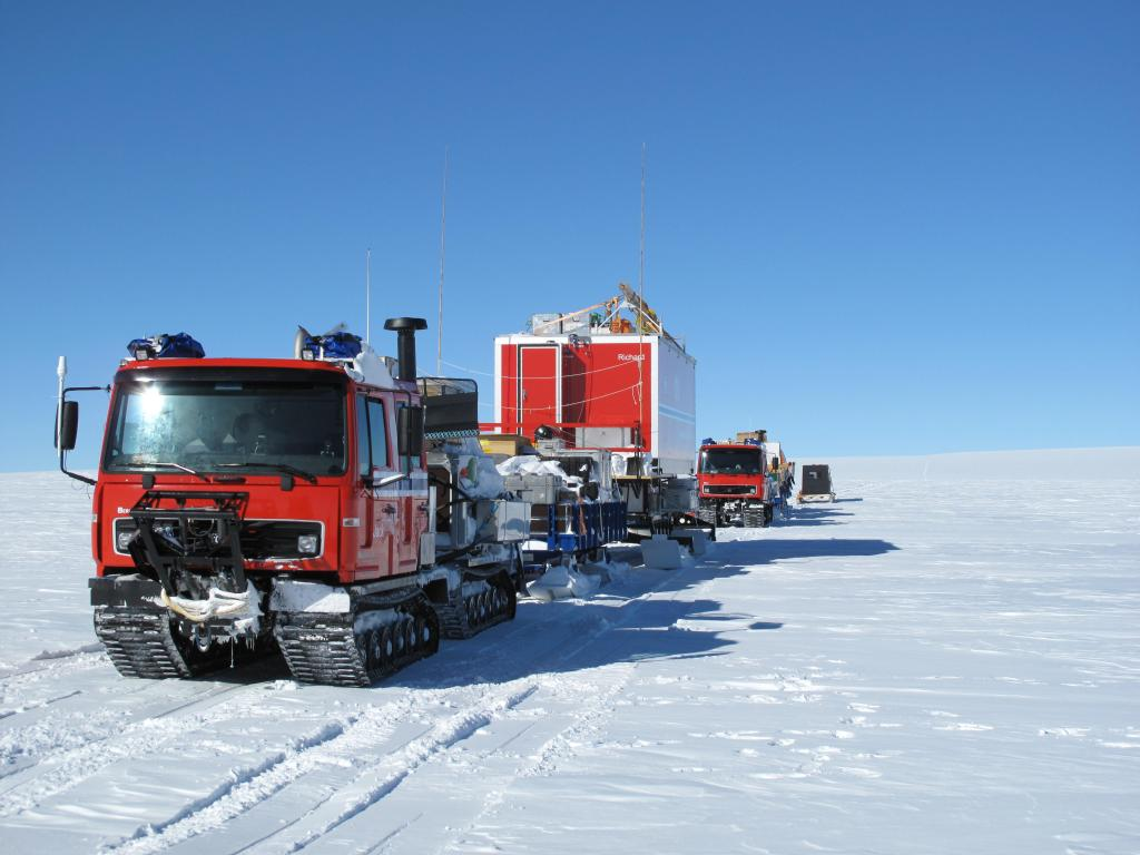 "Norwegian-U.S. Scientific Traverse of East Antarctica Image Credit:  Ted Scambos, NSIDC (<a href=""/cryosphere/gallery/photo/33874"">View photo detail.</a>) <br>"