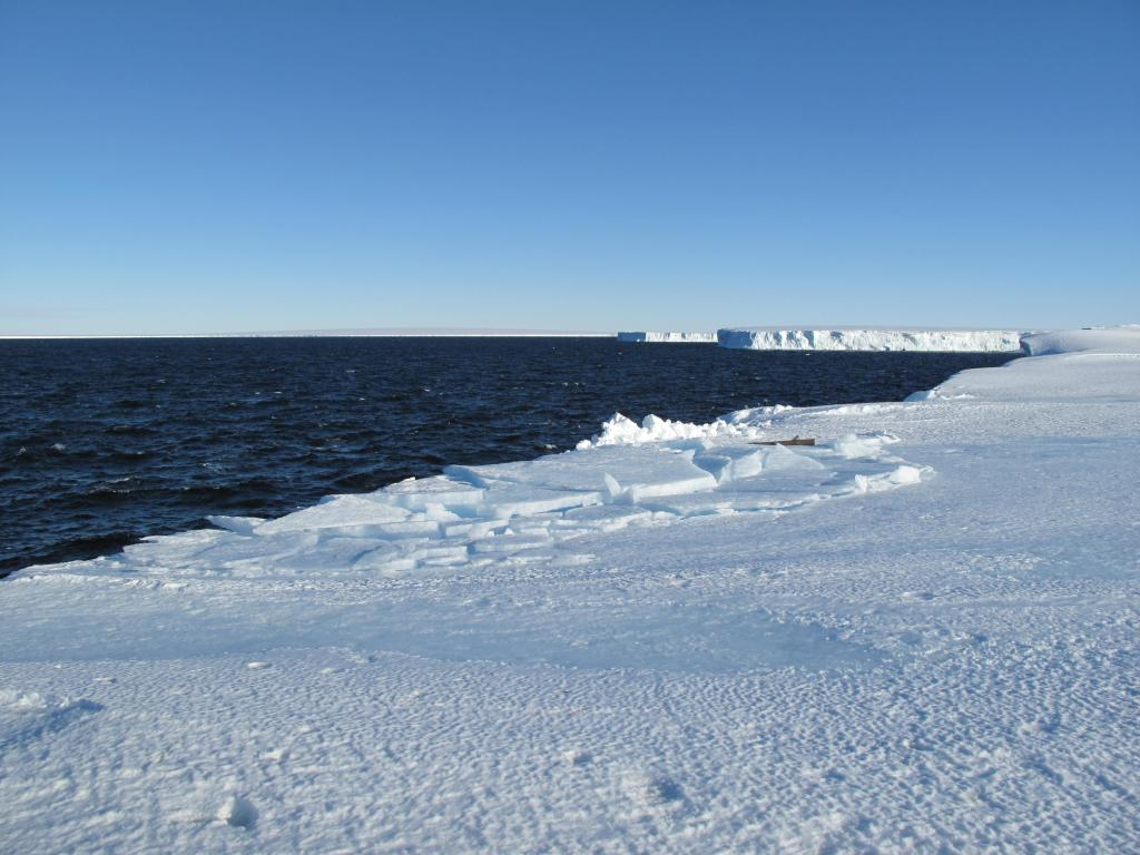 "The team finally reached the coast, the end of the traverse. Image Credit:  Ted Scambos, NSIDC (<a href=""/cryosphere/gallery/photo/33881"">View photo detail.</a>) <br>"