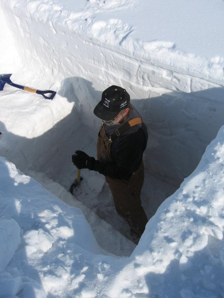 "Mark Serreze digs a snow pit during the 2009 SnowNet project. Image courtesy Andrew Slater, NSIDC. (<a href=""/cryosphere/gallery/photo/33658"">View photo detail.</a>) <br>"