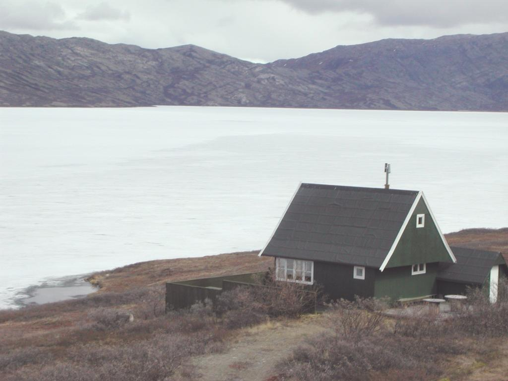 "A house on the shore of Tasersuatsiaq (Lake Ferguson). Photo by John Maurer, CIRES/NSIDC, University of Colorado. (<a href=""/cryosphere/gallery/photo/33119"">View photo detail.</a>) <br>"