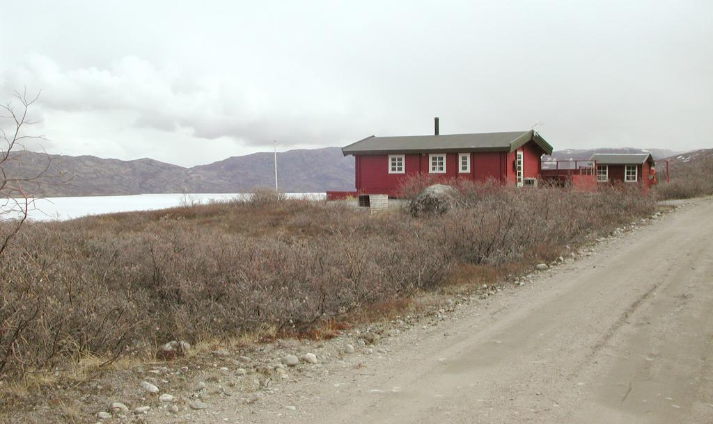 "Another house on the shore of Tasersuatsiaq (Lake Ferguson). Photo by John Maurer, CIRES/NSIDC, University of Colorado. (<a href=""/cryosphere/gallery/photo/33118"">View photo detail.</a>) <br>"