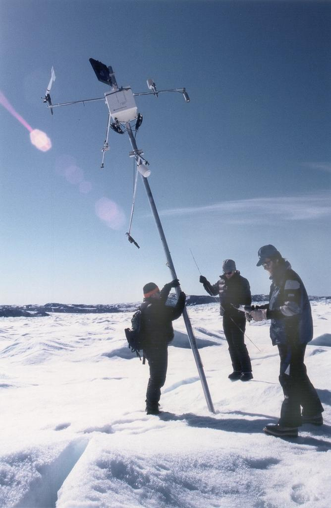 "The automatic weather station (AWS) near the coast that we are going to cut down since it has been so difficult to reach by ski-doo over the past few years. Photo by John Maurer, CIRES/NSIDC, University of Colorado. (<a href=""/cryosphere/gallery/photo/33152"">View photo detail.</a>) <br>"