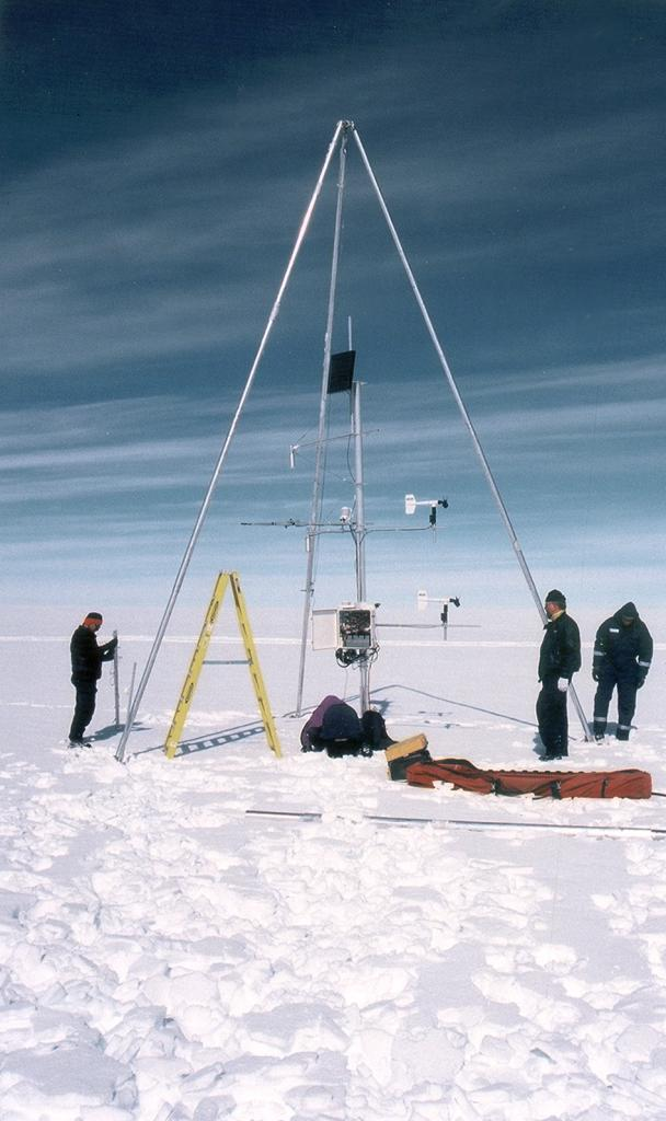 "Our first stop on the southern traverse at the NASA-SE station. Here we are in the snow accumulation region (""dry snow zone"") of Greenland where it rarely experiences any melt. Photo by John Maurer, CIRES/NSIDC, University of Colorado. (<a href=""/cryosphere/gallery/photo/33175"">View photo detail.</a>) <br>"