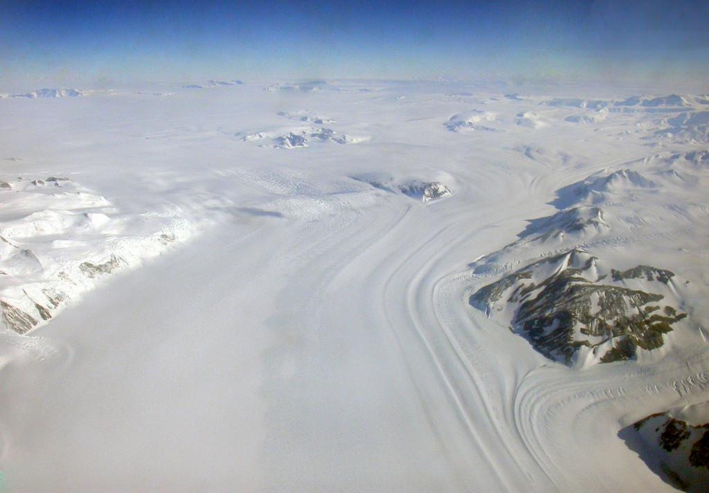 "The Royal Society Range in Antarctica rises to 4000 meters (13,000 feet) at its highest point. Image Credit:  Courtesy Ted Scambos and Rob Bauer, NSIDC  <a href=""http://nsidc.org/antarctica/megadunes/"">Megadunes Web site</a> (<a href=""/cryosphere/gallery/photo/33044"">View photo detail.</a>) <br>"