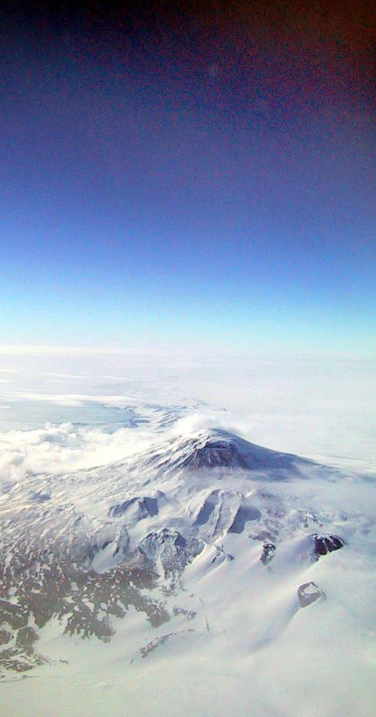 "The Megadunes team flew over the Scott Coast in Antarctica on the way to their field camp. Image Credit:  Courtesy Ted Scambos and Rob Bauer, NSIDC  <a href=""http://nsidc.org/antarctica/megadunes/"">Megadunes Web site</a> (<a href=""/cryosphere/gallery/photo/32969"">View photo detail.</a>) <br>"