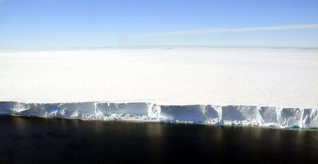 "From a helicopter, the edge of AMIGOSberg is visible, including the refreezing lines. Photo Credit: Courtesy Ted Scambos and Rob Bauer, NSIDC  <a href=""http://nsidc.org/icetrek"">IceTrek Web site</a> (<a href=""/cryosphere/gallery/photo/32888"">View photo detail.</a>) <br>"