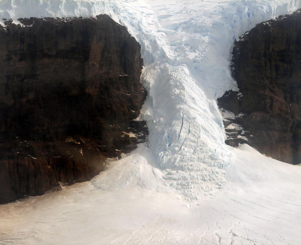 "A discontinuous glacier breaks apart due to airfall near Sjogren Glacier. Photo Credit: Courtesy Ted Scambos and Rob Bauer, NSIDC  <a href=""http://nsidc.org/icetrek"">IceTrek Web site</a> (<a href=""/cryosphere/gallery/photo/32903"">View photo detail.</a>) <br>"
