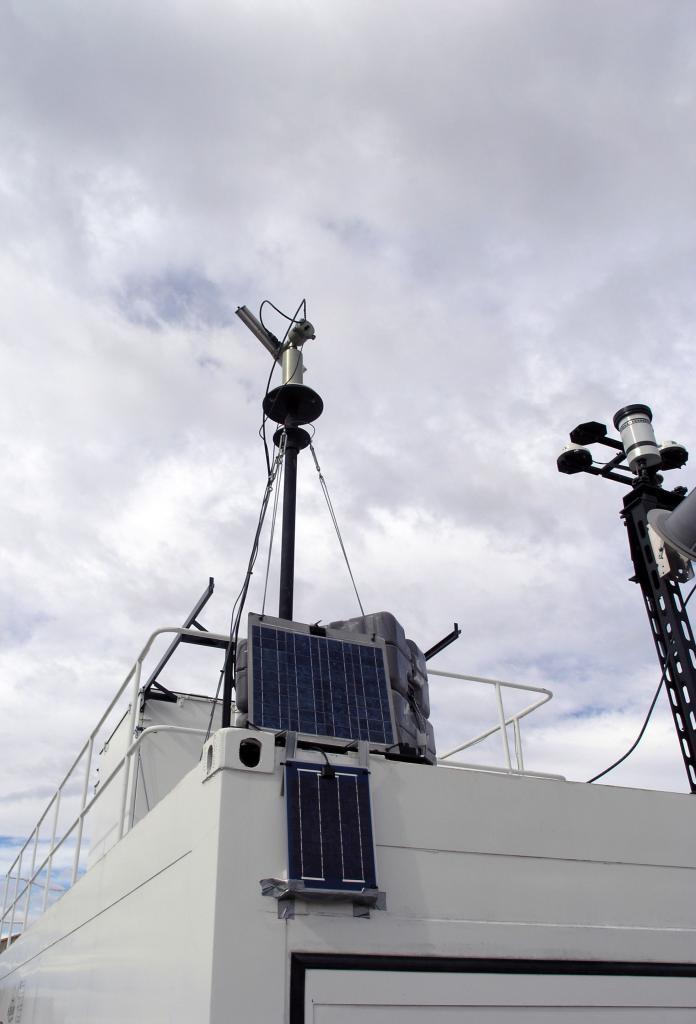 "The Nd-YAG laser sits atop the Stratospheric Ozone Lidar of Argentina building. Photo Credit: Courtesy Ted Scambos and Rob Bauer, NSIDC  <a href=""http://nsidc.org/icetrek"">IceTrek Web site</a> (<a href=""/cryosphere/gallery/photo/33346"">View photo detail.</a>) <br>"