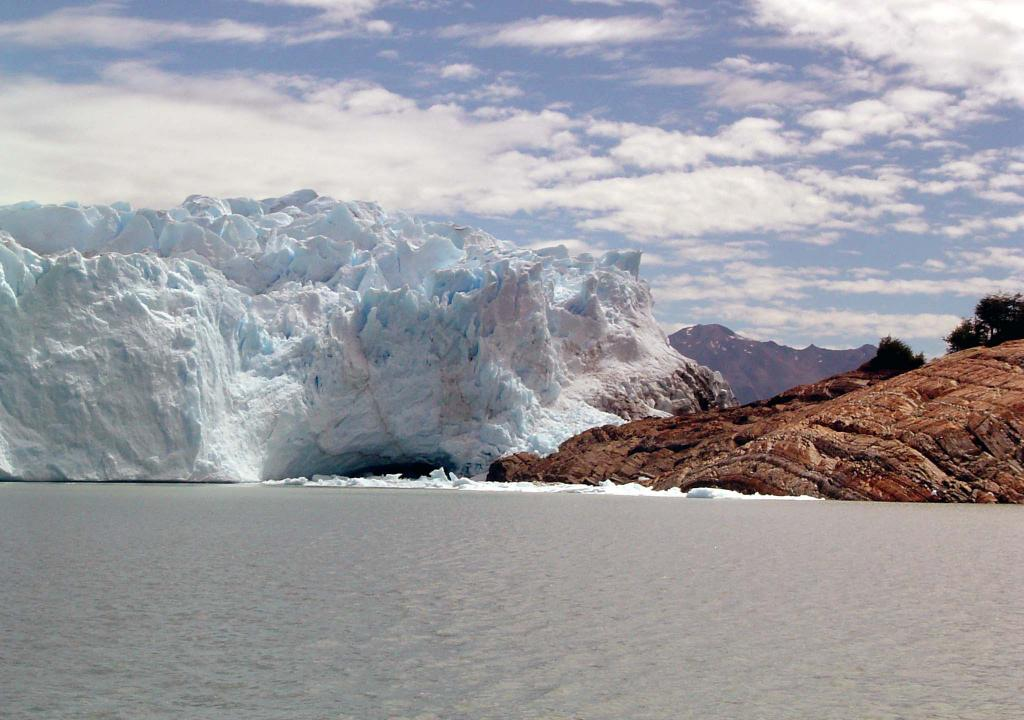 "Perito Moreno Glacier is stable in its retreating pattern, bifurcating the far side of the Argentine Lake. <a href=""http://nsidc.org/icetrek"">IceTrek Web site</a> (<a href=""/cryosphere/gallery/photo/33357"">View photo detail.</a>) <br>"