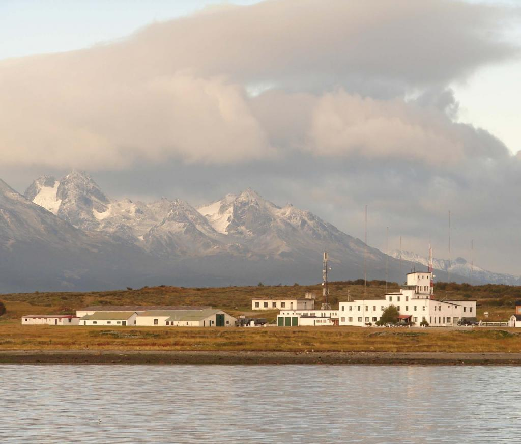"Mountains loom over a weather station in Ushuaia. <a href=""http://nsidc.org/icetrek"">IceTrek Web site</a> (<a href=""/cryosphere/gallery/photo/33389"">View photo detail.</a>) <br>"