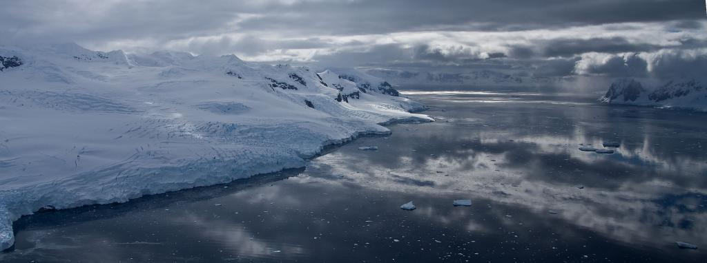 "Barilari Bay, Antarctica (<a href=""/cryosphere/gallery/photo/33971"">View photo detail.</a>) <br>"