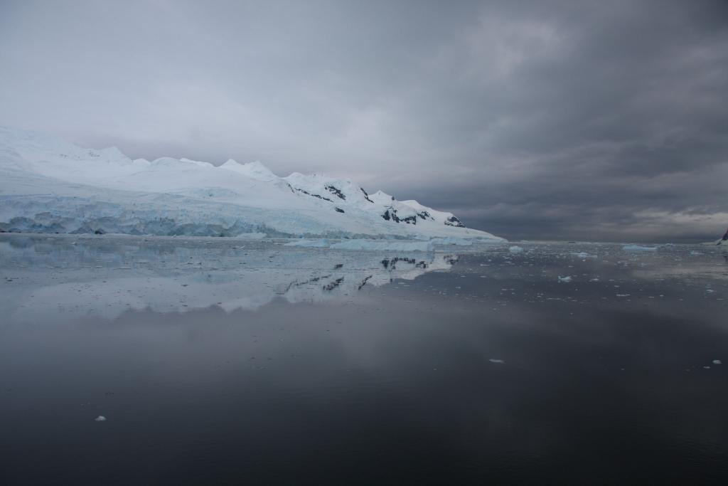 "This photo was taken from the LARISSA ship in Flandres Bay, Antarctica (<a href=""/cryosphere/gallery/photo/33964"">View photo detail.</a>) <br>"