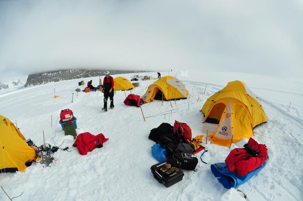 "Base camp consisted of two sleeping tents and one cooking tent during the 2009-2010 LARISSA project. (<a href=""/cryosphere/gallery/photo/33003"">View photo detail.</a>) <br>"