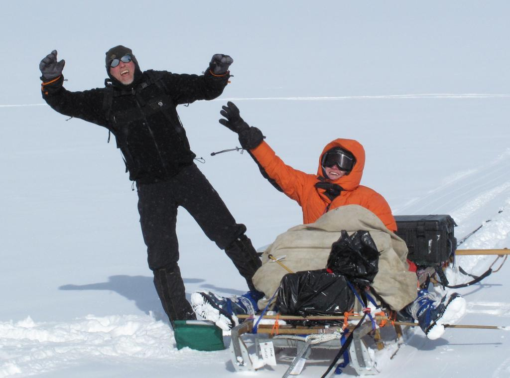 "Erin Pettit  and Rob Bauer operate the radar sled during the 2009/2010 LARISSA expedition (<a href=""/cryosphere/gallery/photo/33923"">View photo detail.</a>) <br>"