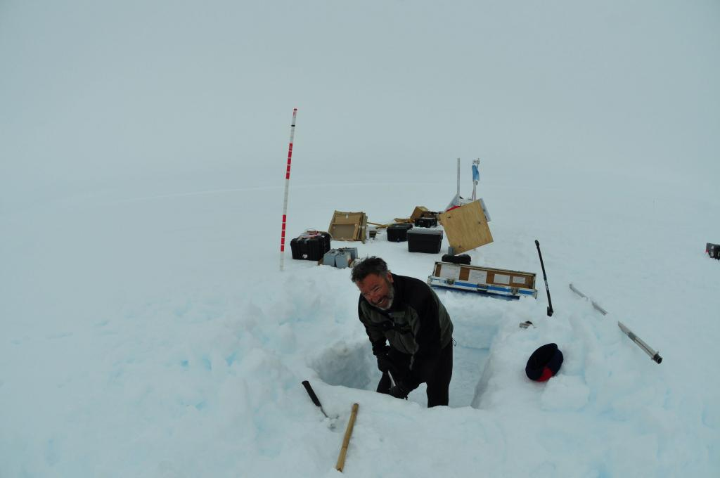 "Ted Scambos digs a snow pit in Antarctica. (<a href=""/cryosphere/gallery/photo/33961"">View photo detail.</a>) <br>"
