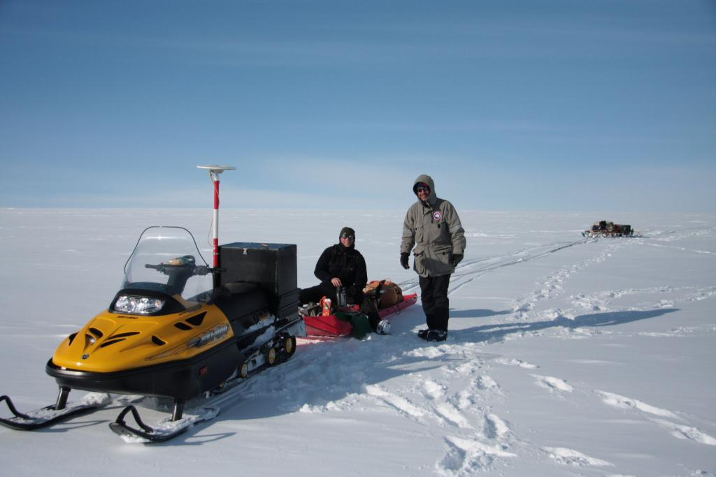 "Rob Bauer (left) and Ted Scambos operate the radar sled during the 2009-2010 LARISSA expedition (<a href=""/cryosphere/gallery/photo/33920"">View photo detail.</a>) <br>"