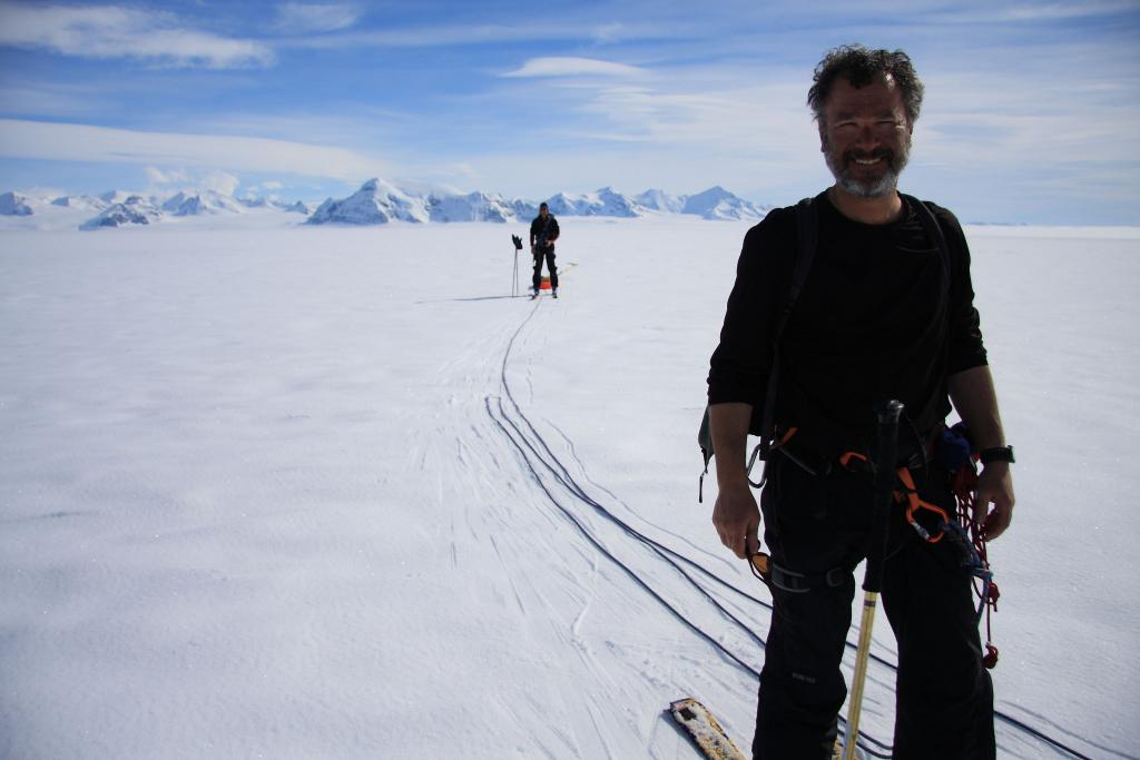 "Ted Scambos skies across Scar Inlet in Antarctica (<a href=""/cryosphere/gallery/photo/33000"">View photo detail.</a>) <br>"