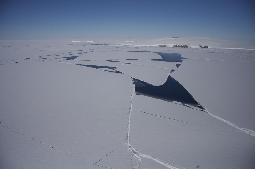 "Sea ice cracks and moves near Antarctica (<a href=""/cryosphere/gallery/photo/33940"">View photo detail.</a>) <br>"