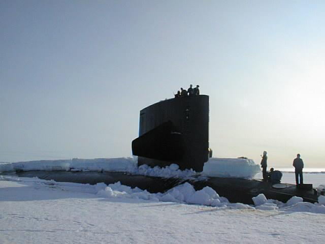 "USS Hawkbill from its starbord bow while surfaced near the North Pole during SCICEX 98. Photo courtesy of ASL. (<a href=""/cryosphere/gallery/photo/34000"">View photo detail.</a>) <br>"